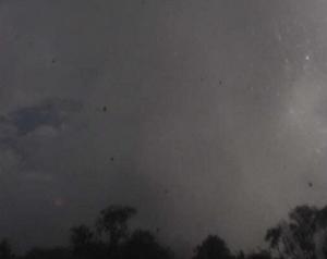 Lereng dan puncak Gunung Merapi yang tersembunyi di balik hujan debu menyusul peristiwa 22 Juli 2013 berdasarkan rekaman CCTV Plawangan. Sumber : BPPTKG, 2013.