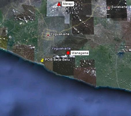Gambar 3. Citra satelit kawasan Yogyakarta dan sekitarnya bersumber dari Google Earth. Nampak posisi Gunung Merapi dan stasiun seismik Wanagama yang terpisah sejauh 42 km. Dalam erupsi freatik Merapi 10 Maret 2014 lalu, getarannya diduga sempat terekam di stasiun Wanagama. Sumber: Sudibyo, 2014 dengan peta dari Google Earth.
